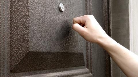 hand knock door